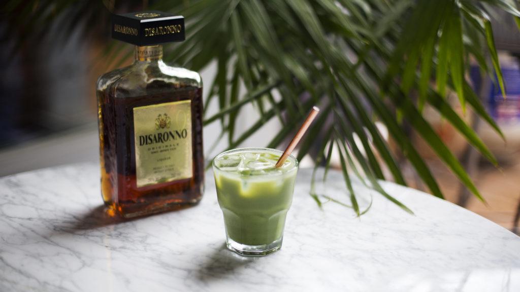 cocktail au matcha et à l'amaretto Disaronno